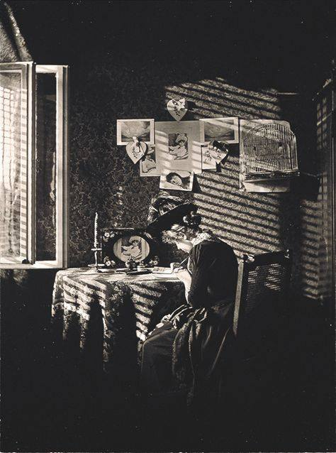 A moment of someone's life captured by Alfred Stieglitz, 1889.